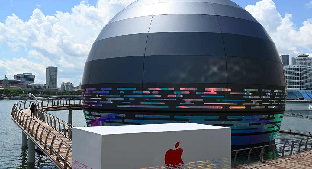 Apple Opens First Floating Store at Singapore's Marina Bay Sands