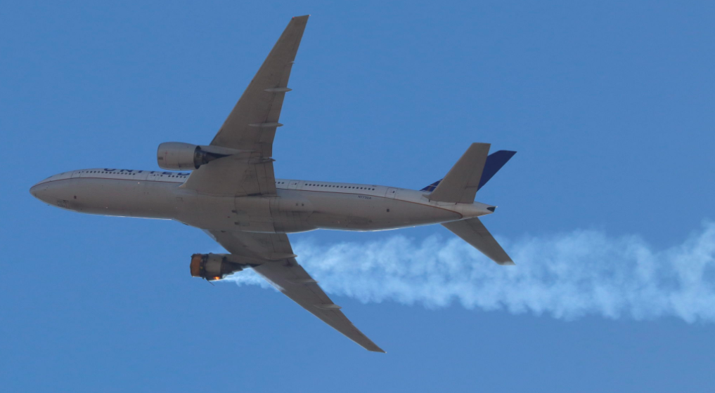 United Airlines flight Lands Safely after Dramatic Engine Failure
